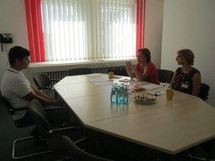 Situation Bewerbungsgespräch Schüler bei der Deutscher Post AG im ver.di Haus